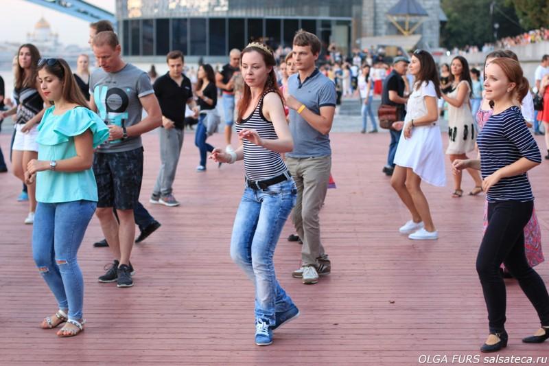 Обучение сальса бачата уроки танцев на Дружинниковской 30